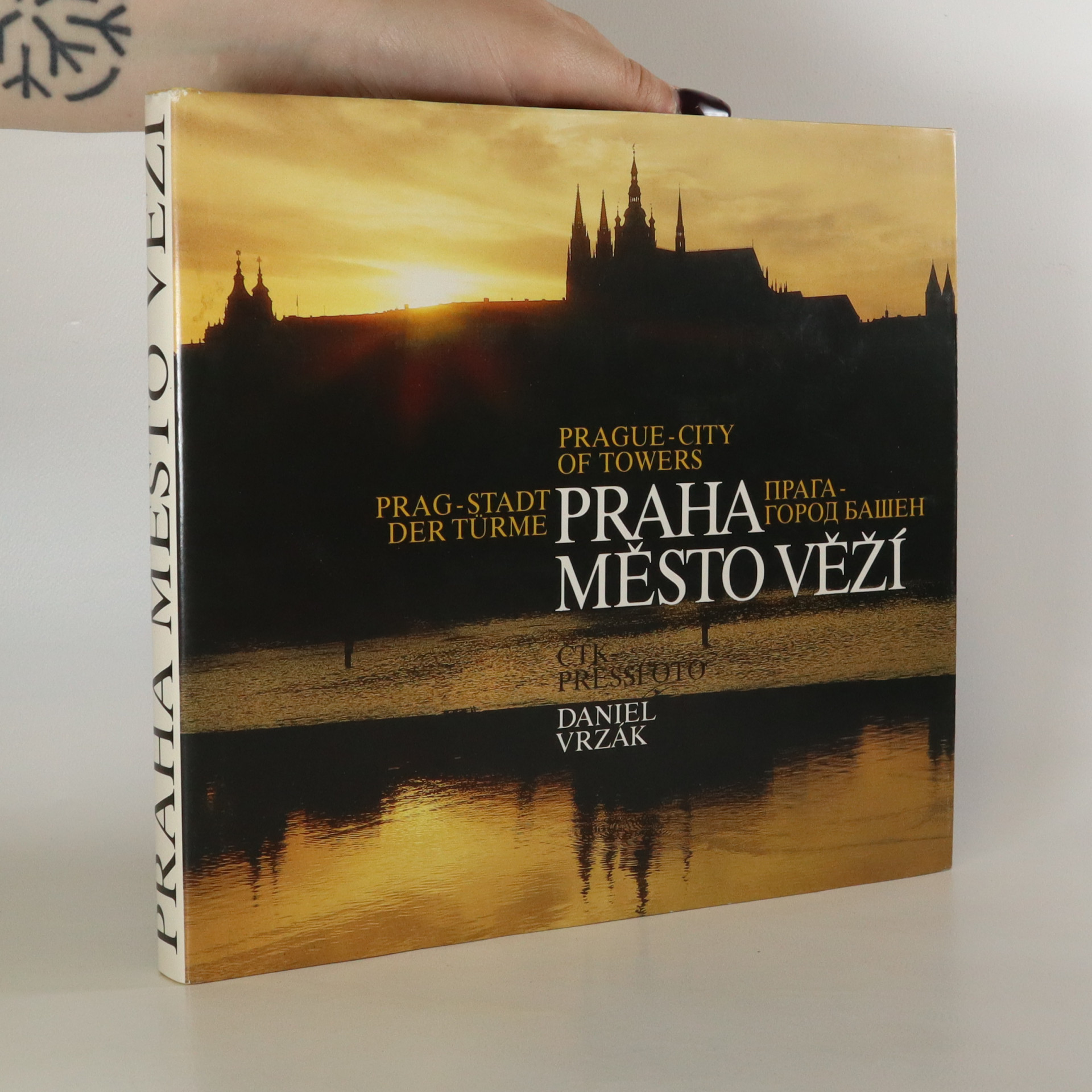 antikvární kniha Praha - město věží. Prague - city of towers. Prag - Stadt der Türme. Praga - gorod bašen, 1992