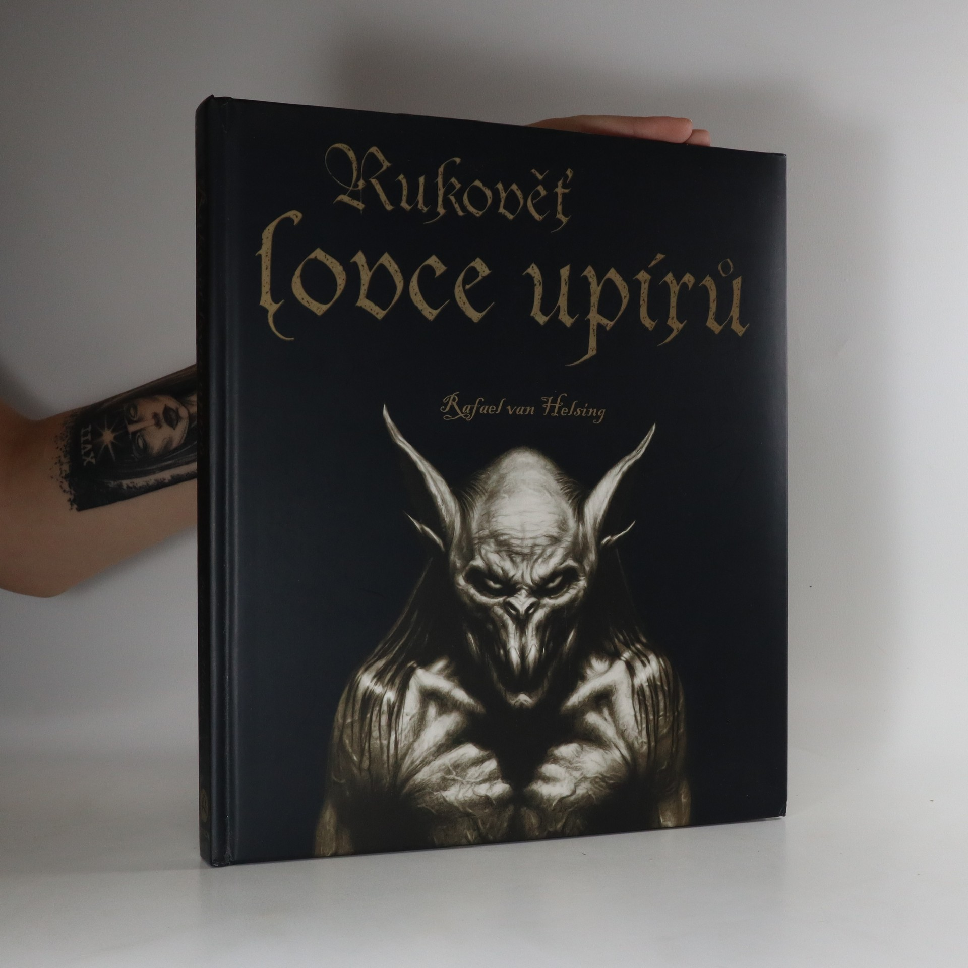 antikvární kniha Rukověť lovce upírů, 2009