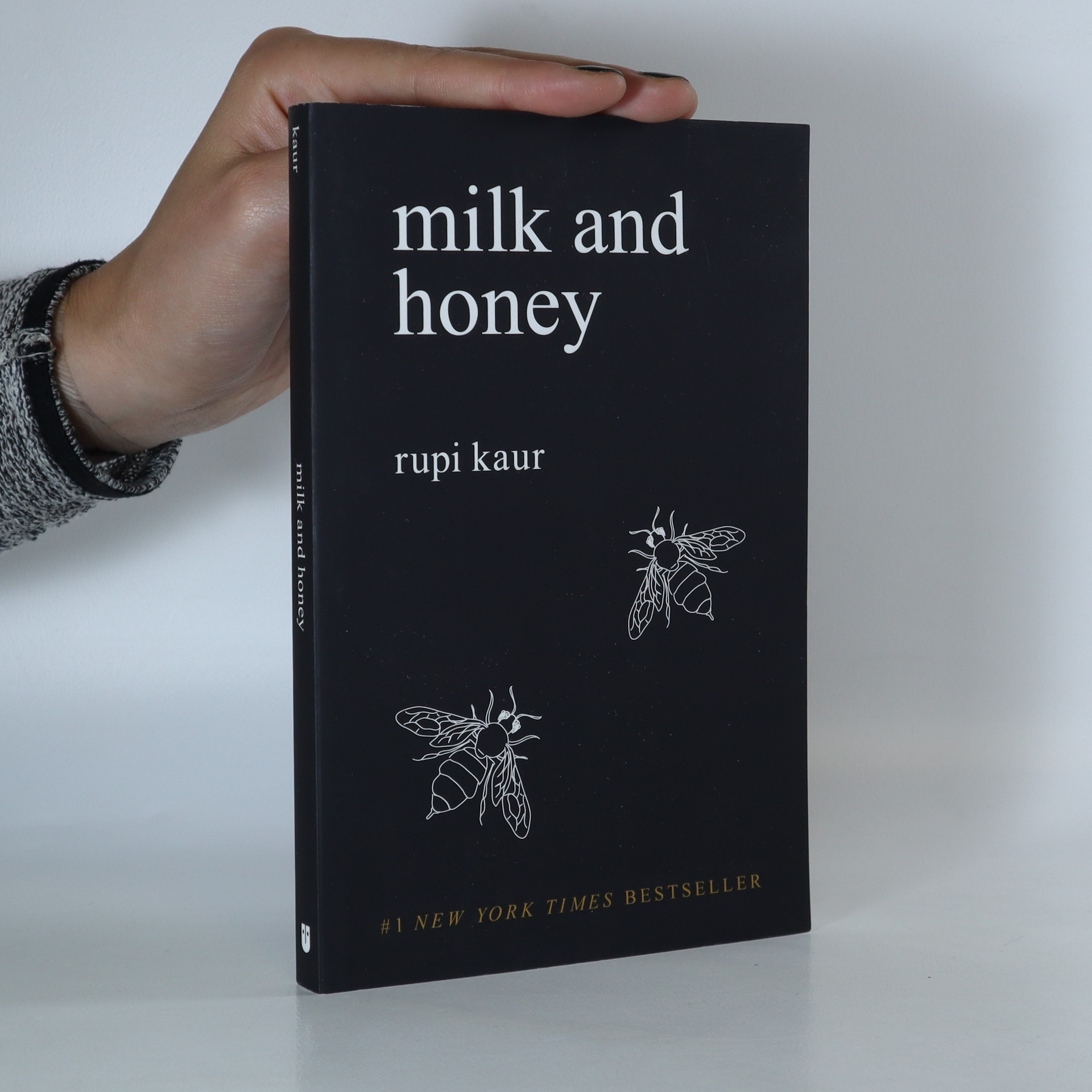 antikvární kniha Milk and honey, 2015