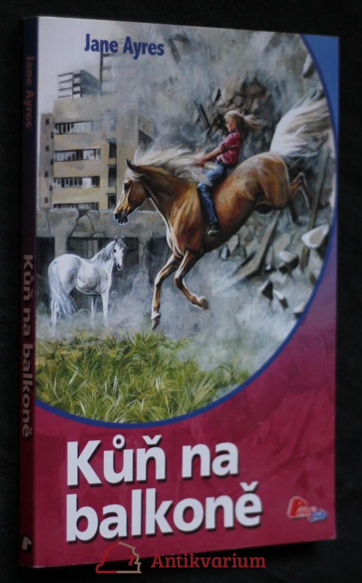 Kůň na balkoně