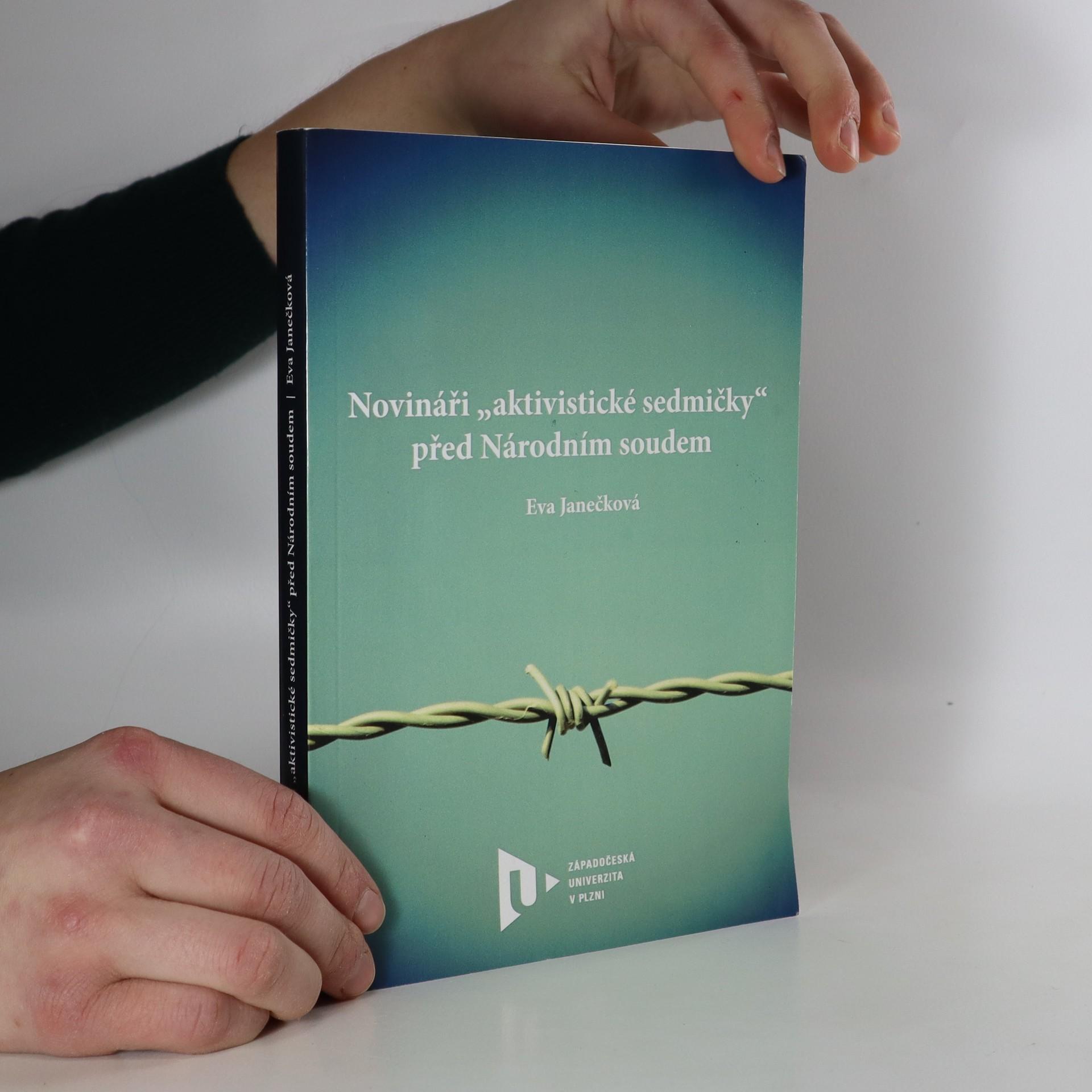 """antikvární kniha Novináři """"aktivistické sedmičky"""" před Národním soudem, 2016"""