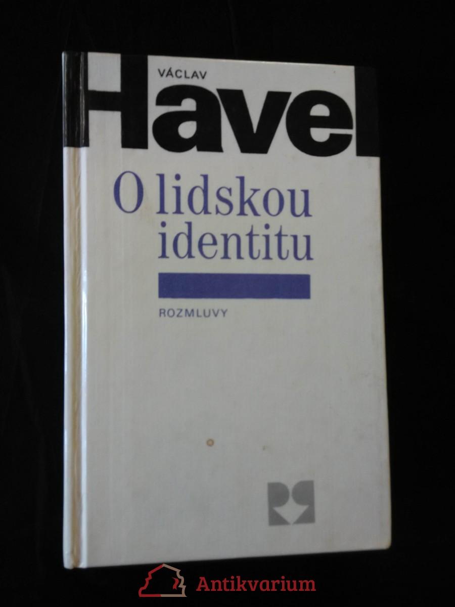 O lidskou identitu (eseje)