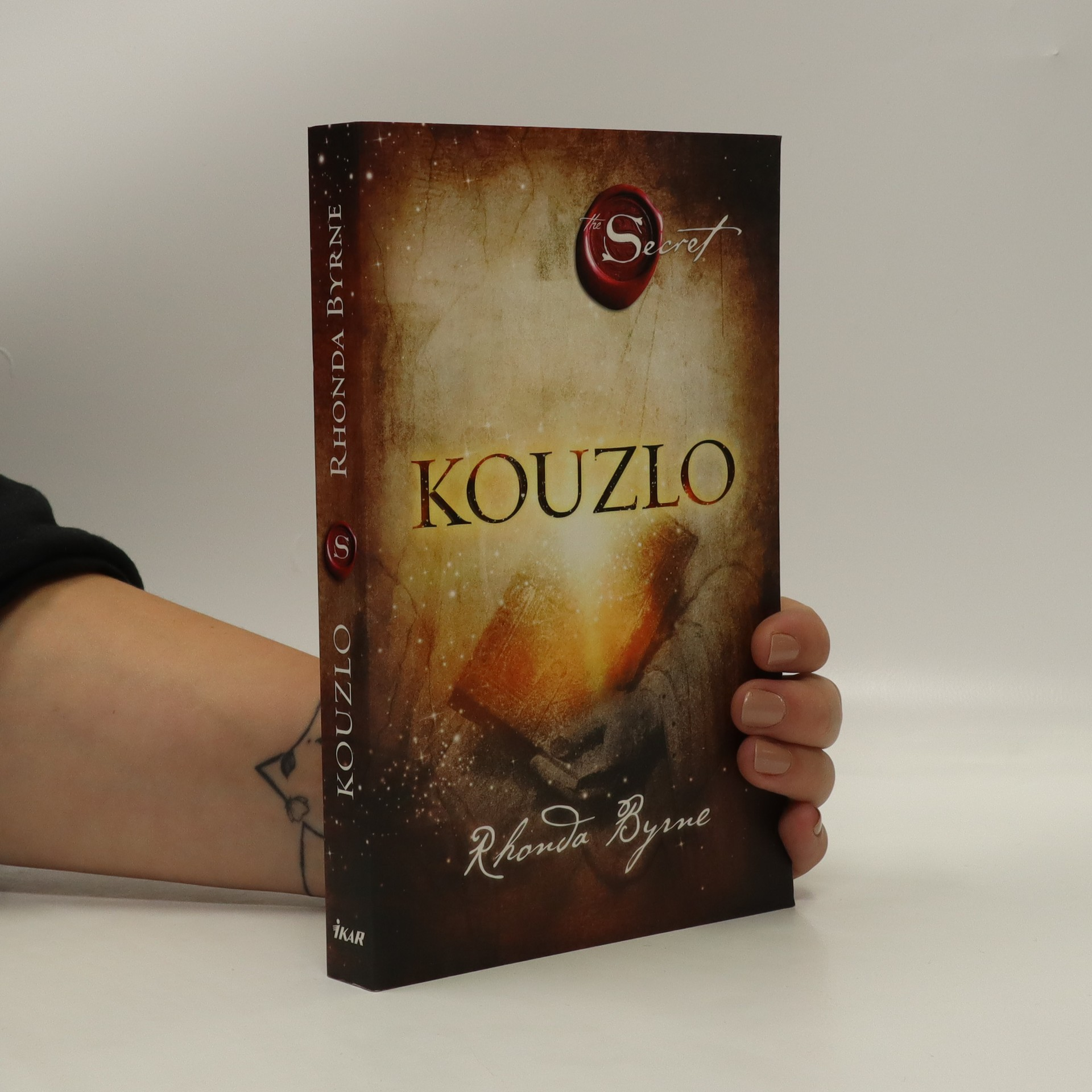antikvární kniha Kouzlo, 2013