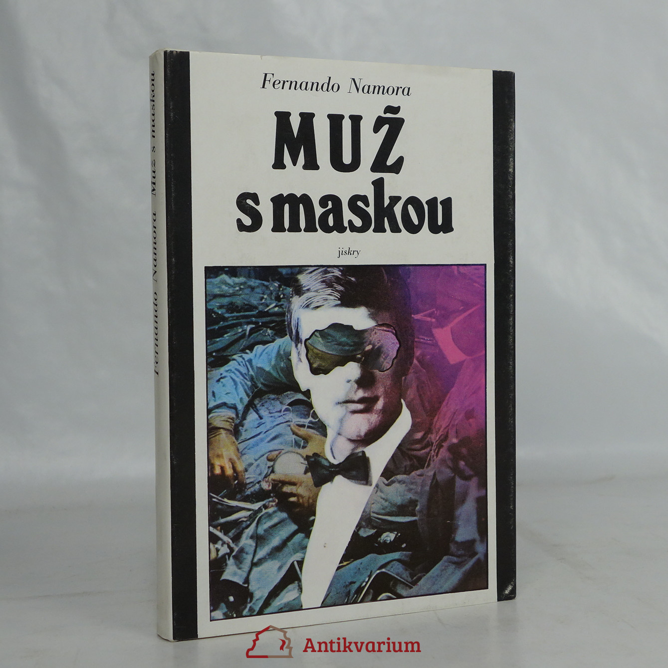 antikvární kniha Muž s maskou, 1979