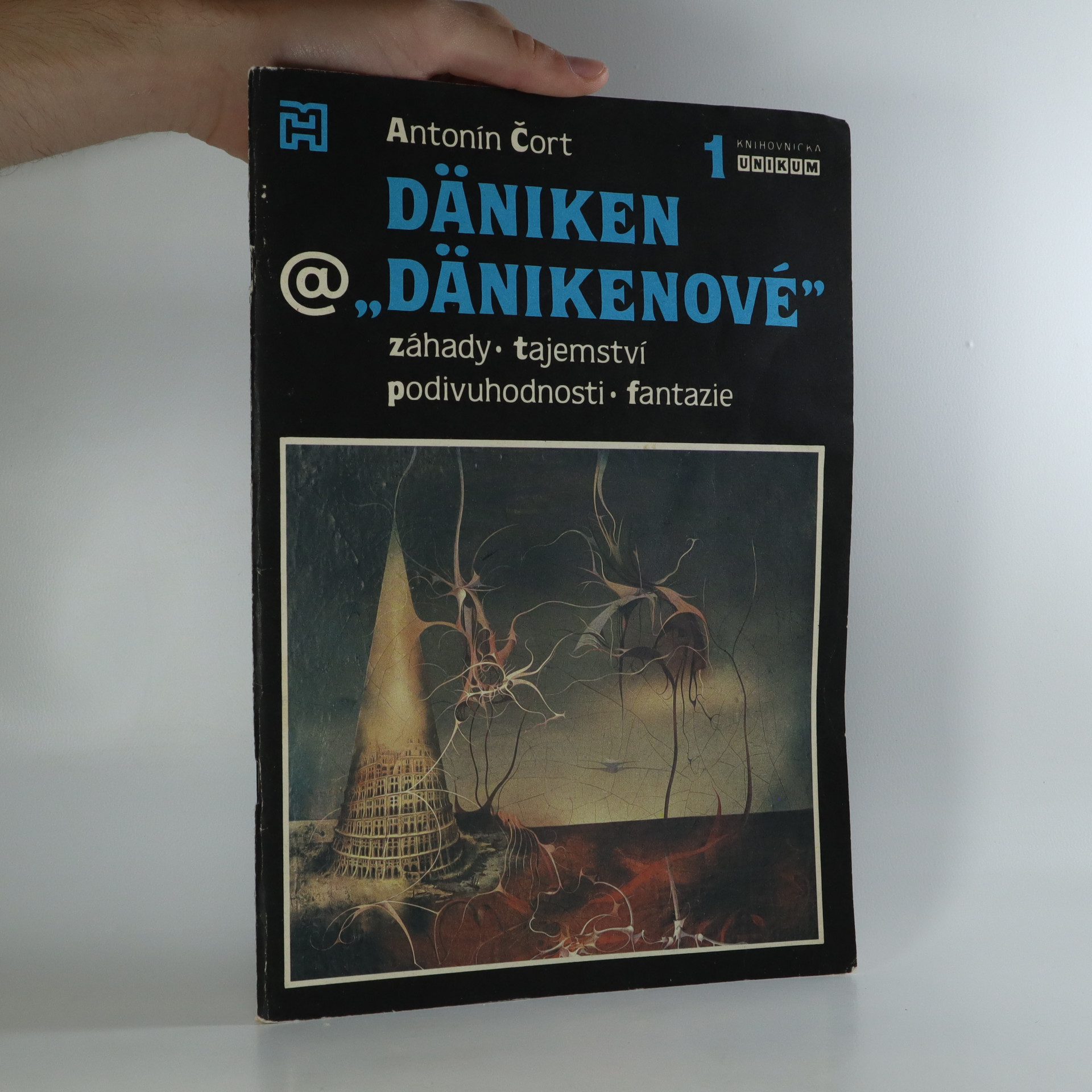 antikvární kniha Däniken a