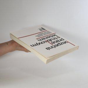 antikvární kniha Bezpečná práce s trubkovým lešením, 1982