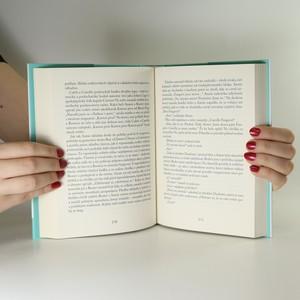 antikvární kniha Zvláštní příběh rodiny F, 2015