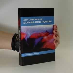náhled knihy - Bomba pod postelí