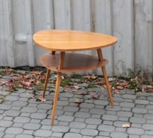 náhled knihy - Trojnohý konferenční stolek