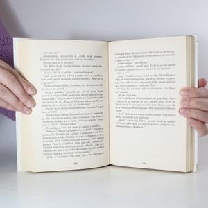 antikvární kniha Procesí mrtvých : první svazek trilogie Město, 2011