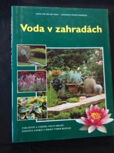 náhled knihy - Voda v zahradách - Zakládání a údržba nádrží, výběr rostlin (A4, 144 s. foto P. Perdereau)