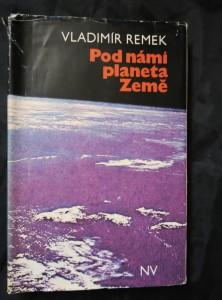 náhled knihy - Pod námi planeta Země (Ocpl, 252 s., obr příl.)