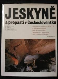 Jeskyně a propasti v Československu (A4, Ocpl, 257 s., 177 obr., 1 příl., foto M. Krob)