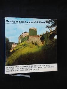 náhled knihy - Hrady a zámky v srdci Čech (Ocpl, 1980 s.)