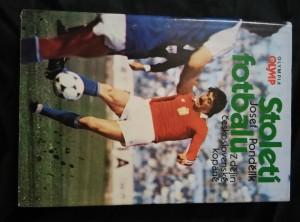 náhled knihy - Století fotbalu - Z dějin československé kopané (A4, Ocpl, 412 s., 160 s. čb příl, 16 bar. příl.)