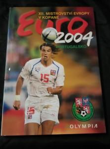náhled knihy - XII. mistrovství Evropy v kopané Euro 2004 Portugalsko (A4, lam, 144 s., foto M. Růžička, M. Sváček)