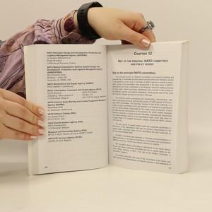 antikvární kniha NATO handbook, neuveden