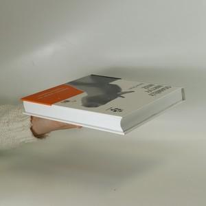 antikvární kniha Osamělý mrtvý muž, 2017