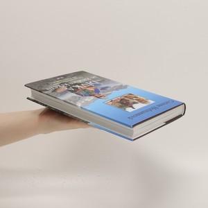antikvární kniha Dívka se žirafím krkem, 2017