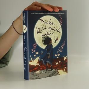 náhled knihy - Dívka, která upíjela měsíc