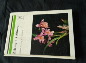 Žijeme s květinou (lam., 180 s. a 12 příloh)