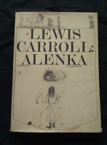 náhled knihy - Alenka v kraji divů a za zrcadlem (A4, Ocpl, 166 s., il. M. Prachatická, přebal ušpiněný)