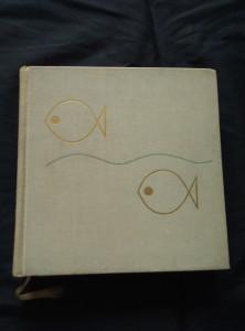 náhled knihy - Pod hladinou řek a rybníků (Ocpl, 409 s.,  8 bar příloh, foto. Jaromír Zpěvák)