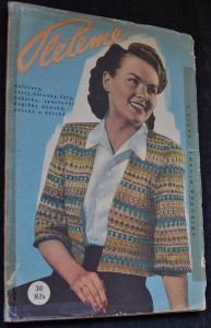 náhled knihy - Příručka Mileny : Pleteme pulovery, vesty, halenky, šaty, kabátky, sportovní doplňky dámské, pánské a dětské, č. 3