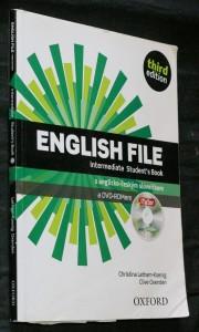 náhled knihy - English file: intermediate student's book s anglicko-českým slovníčkem a DVD-ROMem. Third edition