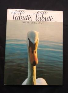 náhled knihy - Labutě, labutě? - fotografický příběh labutí na putimském rybníku (A4, Ocpl, 272 s., čb a bar foto)