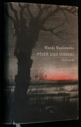 náhled knihy - Píseň nad vodami ; kresba proti titulnímu listu od Alexandra Rafatowského. 1, Plamen na močálech