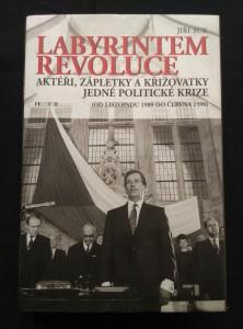 náhled knihy - Labyrintem revoluce - Aktéři, zápletky a křižovatky jedné politické krize - od listopadu 1989 do června 1990 (A4, lam, 508 s., 12 s foto P. Štecha)