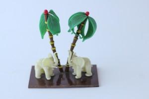 náhled knihy - sloni pod palmami, sklo, 1. republika