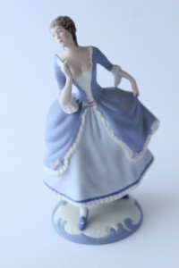 náhled knihy - Soška rokoková dáma, porcelánka Royal Dux