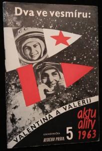 náhled knihy - Dva ve vesmíru: Valentina a Valerij : o současném letu letců-kosmonautů V.F. Bykovského a V.V. Těreškovové
