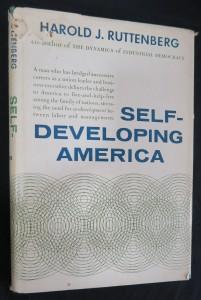 náhled knihy - Self-developing America (včetně autogramu autora)