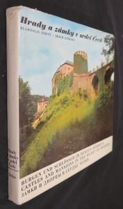 náhled knihy - Hrady a zámky v srdci Čech = Burgen und Schlössern im Herzen Böhmens = Castles and mansions in the heart of Bohemia = Zamki i dvorcy v serdce Čechii