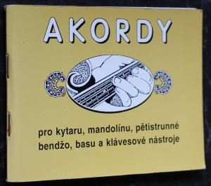 náhled knihy - Akordy pro kytaru, mandolínu, pětistrunné bendžo, basu a klávesové nástroj