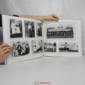 antikvární kniha Strážničané a přespolní : fotografická suita o městských a venkovských lidech, 2011