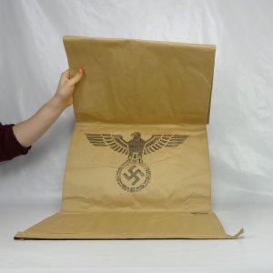 náhled knihy - Velký papírový pytel s říšskou orlicí a hákovým křížem z roku 1944