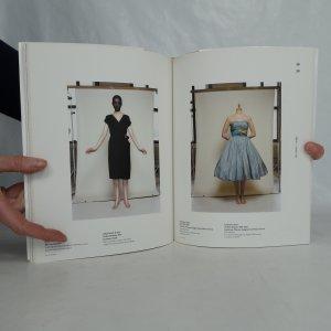 antikvární kniha Glamour : dámská společenská móda 1950-2010 = women's formal and evening wear 1950-2010, 2011