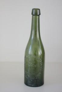 náhled knihy - stará pivní lahev