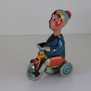 náhled knihy - Plechový chlapeček na tříkolce (klíček chybí)