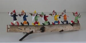 náhled knihy - Sedm skleněných trpaslíků na dřevě