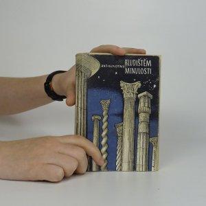 náhled knihy - Bludištěm minulosti