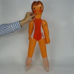 náhled knihy - Nafukovací sportovkyně. Československá Spartakiáda 1980. Design Libuše Niklová. Uchází