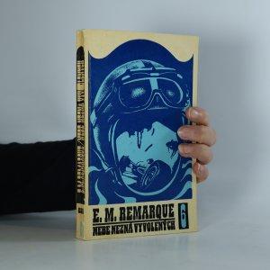 náhled knihy - Nebe nezná vyvolených (kniha je cítit kouřem)
