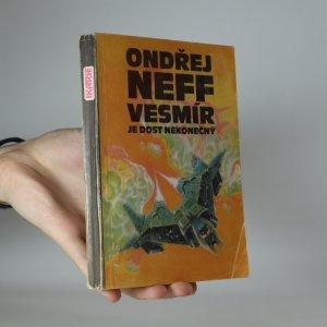 náhled knihy - Vesmír je dost nekonečný (kniha je cítit kouřem)