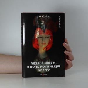 náhled knihy - Nespi s nikým, kdo je potrhlejší než ty
