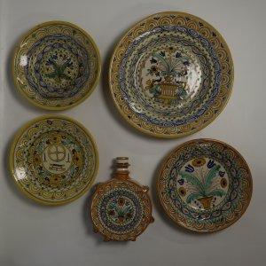 náhled knihy - Moravská keramika, sada čtyř talířů a džbánek, 20. léta 20. století